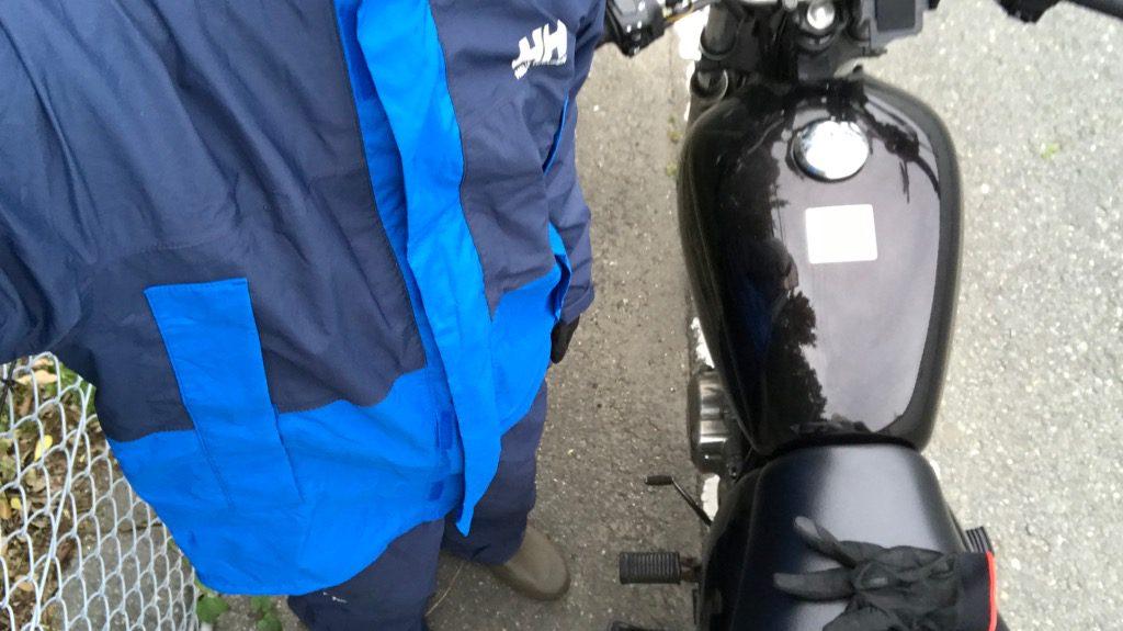 レインウェアとバイク