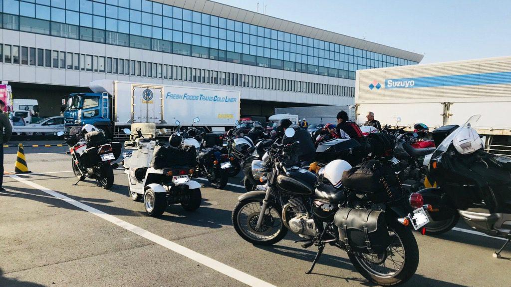 フェリーターミナルのバイク置き場