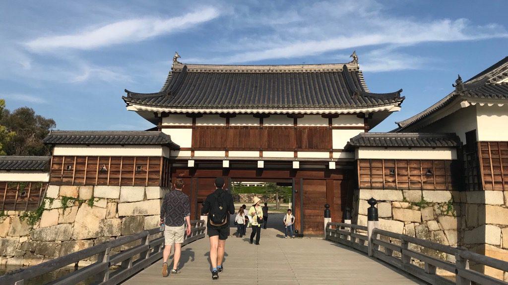 広島城へと渡る橋、御門橋(ごもんばし)