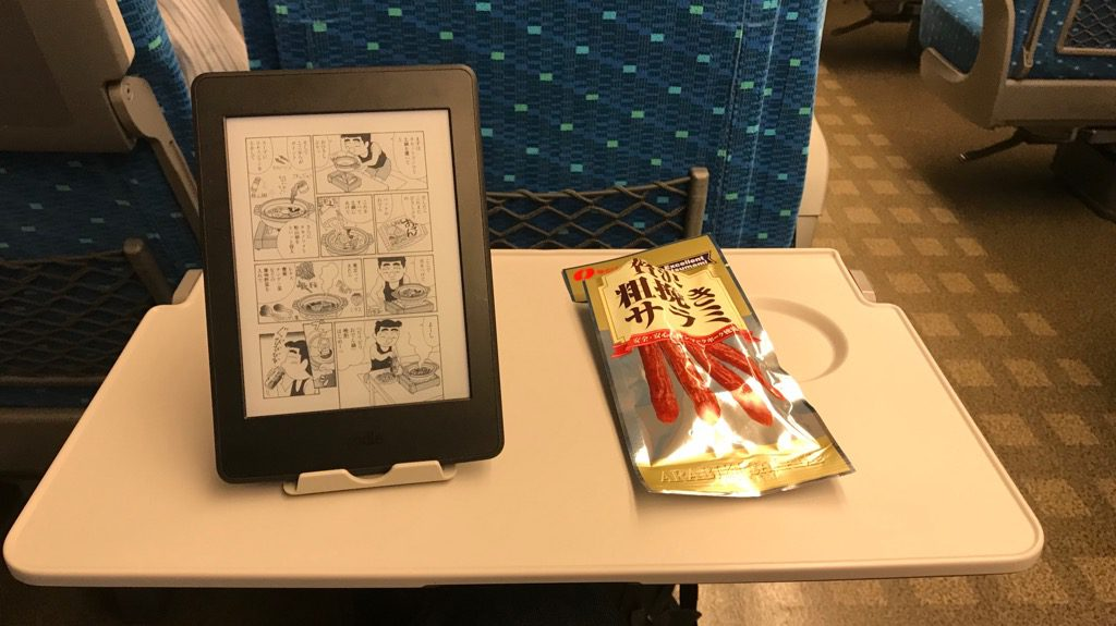 Kindle(キンドル)をスマホスタンドに立てかけたところ