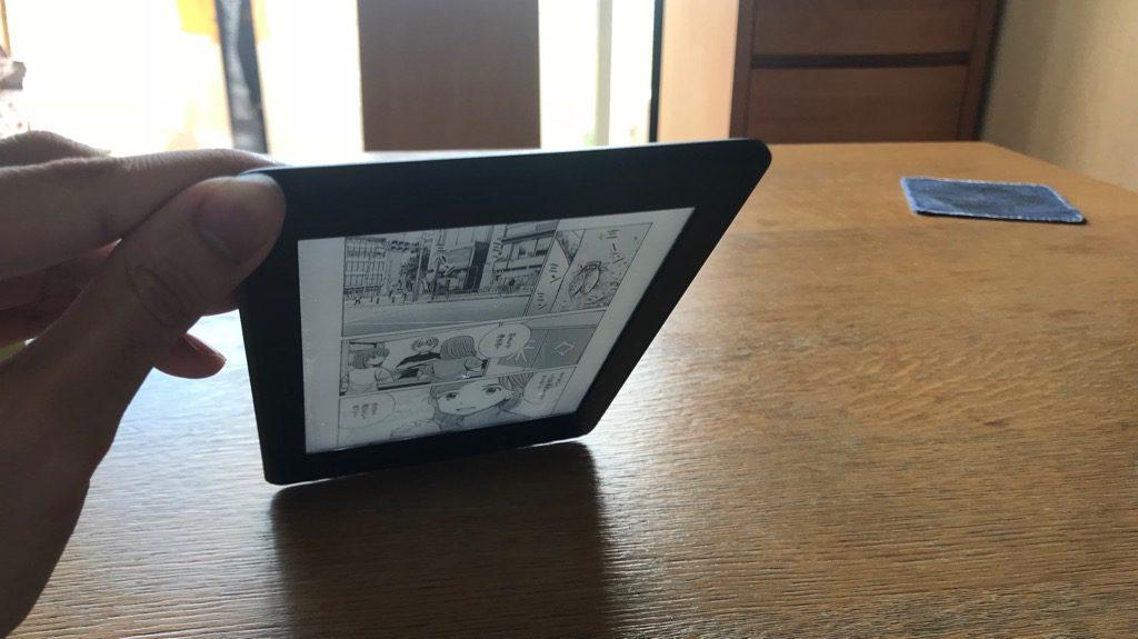 Kindle Paperwhite、スクリーンライトつけた状態
