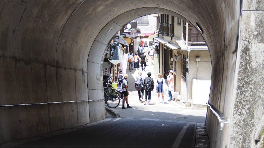 五重塔・千畳閣の下にあるトンネル