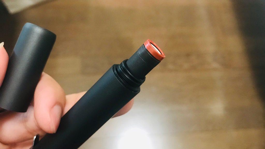 プルームテック デバイスケースツイストの使い方:先っぽからプルームテックを差し込んで収納。てっぺんを回すと吸い口が出てくる