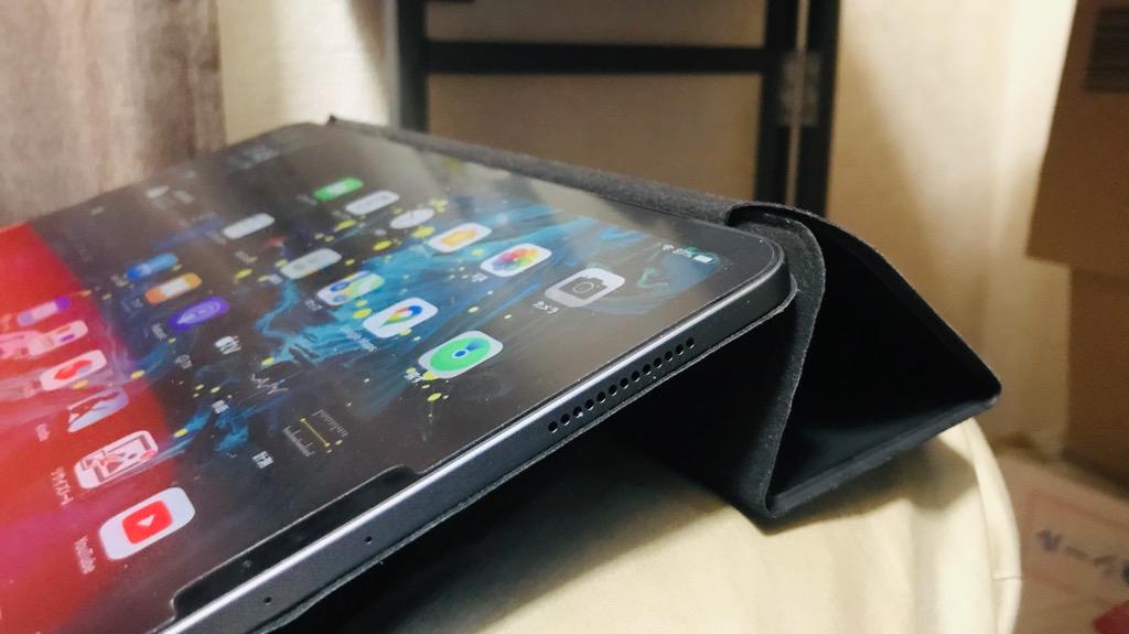 iPad Proを便利にする、買うべきアイテム②:マグネット吸着式スマートカバー